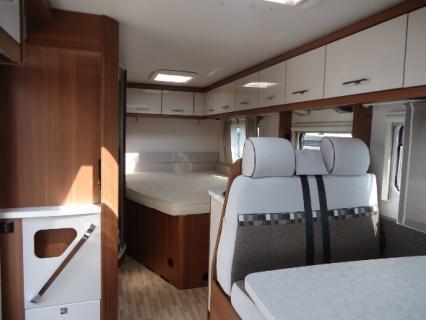 LMC Explorer I635 AUTOMAAT - keuken bed