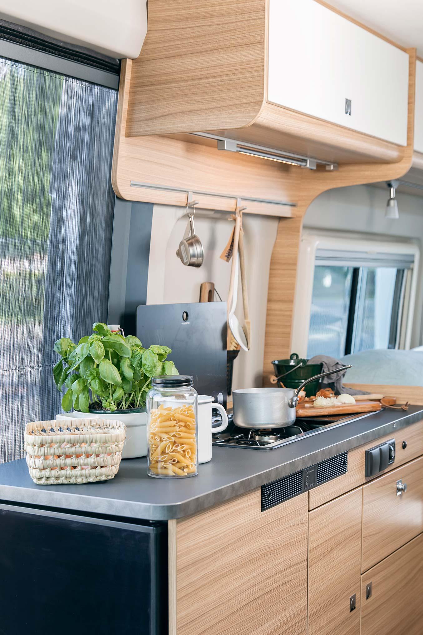 Sunlight Cliff keuken - Sunlight motorhome kopen
